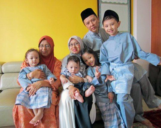 Salam Aidil Fitri dari keluarga di Singapura