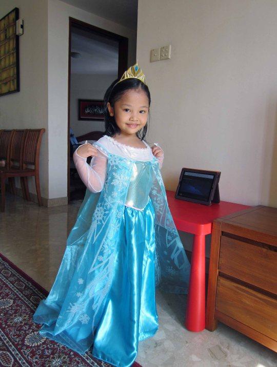Queen Elsa berhari raya?