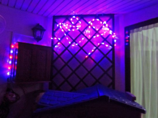 Lampu lap-lip buat memeriahkan suasana